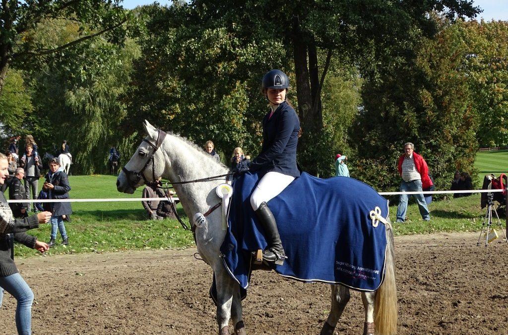 Lotta Gellhorn ist Gesamtsiegerin Holsteiner Schaufenster Pony-Jugendförderung 2018