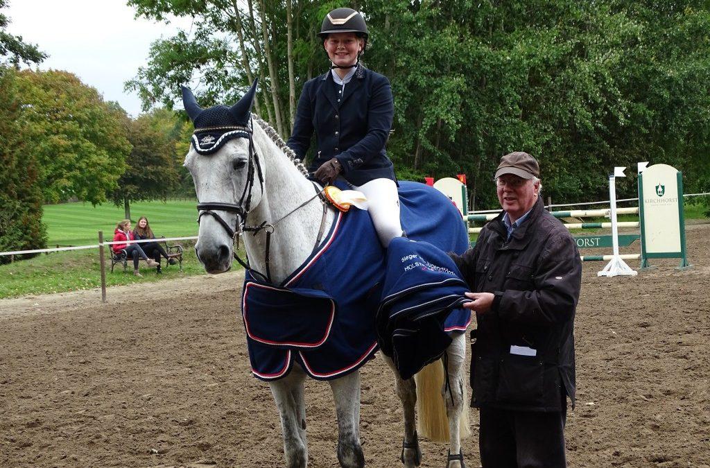 Gesamtsiegerin Holsteiner Schaufenster Jugendförderung 2018 ist Anne Sophie Wenzel