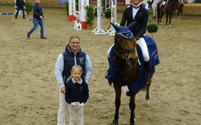 Pony-Stilspringen WB gewinnt Antonia Stelter mit Pony Ole
