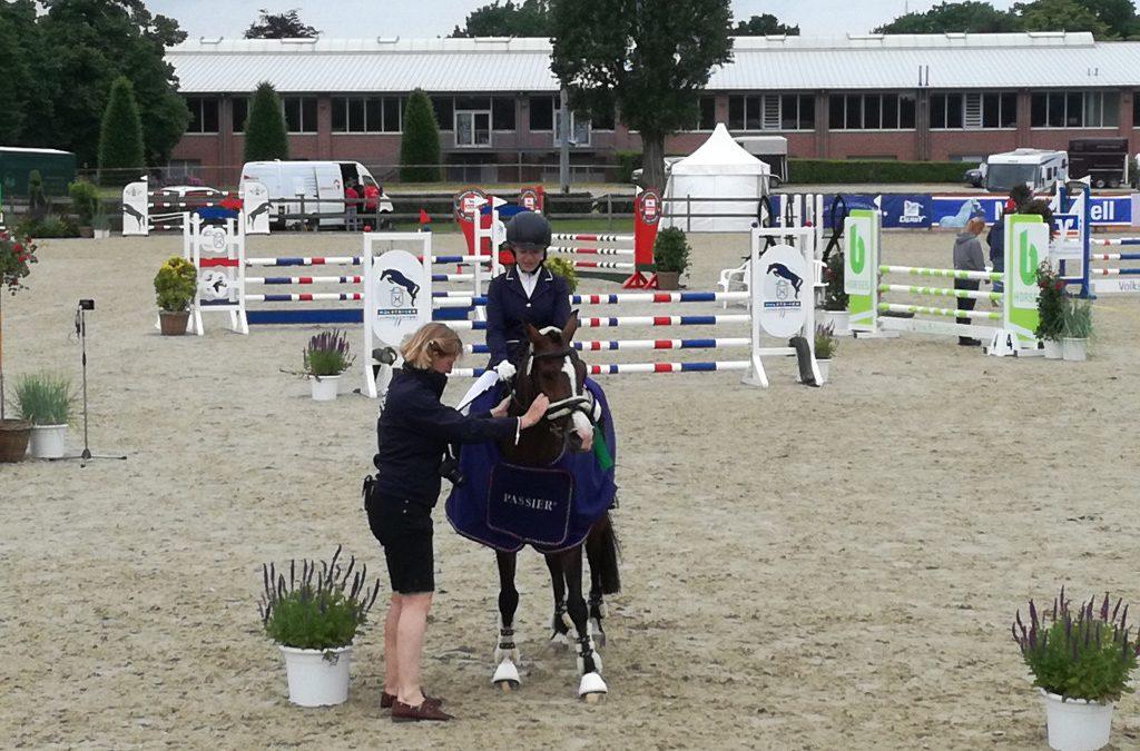 Lilian Zoe Rehm-Voss mit Solea  Sieger 1. Qualifikation HS PJF bei den Holsteiner Pferdetagen Elmshorn 2021