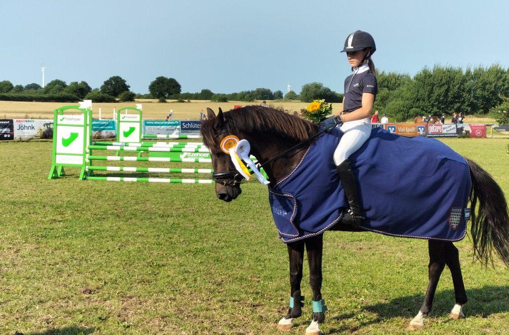 Pony Stilspringen Kl. A – Siegerin Charlotte Margaretha Rixen mit Nistra